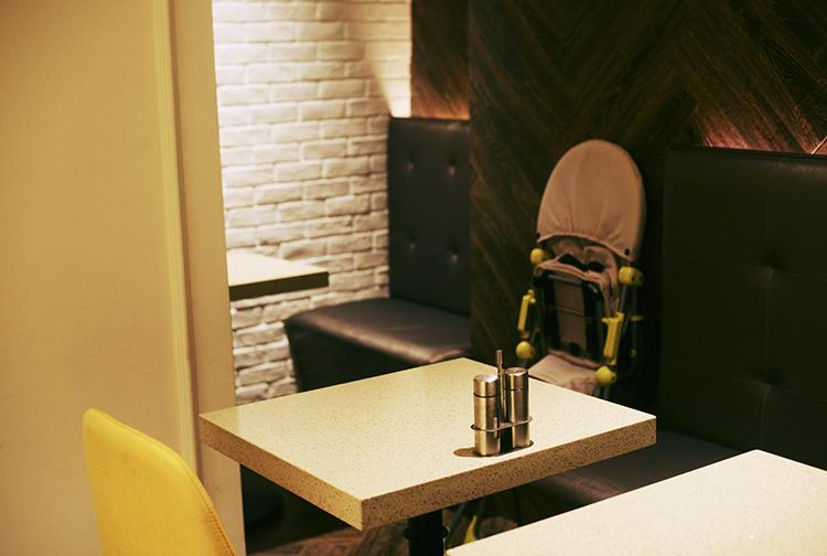 咖啡店室內方形柱子裝修效果圖